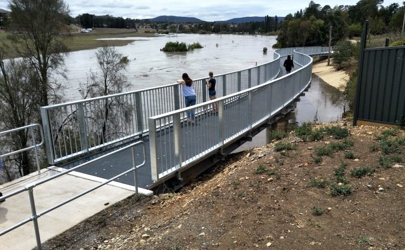 New walkway bridge over river in Goulburn.