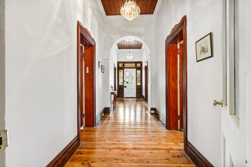 Hardwood floors and period features with 12 feet high ceilings at Albury House